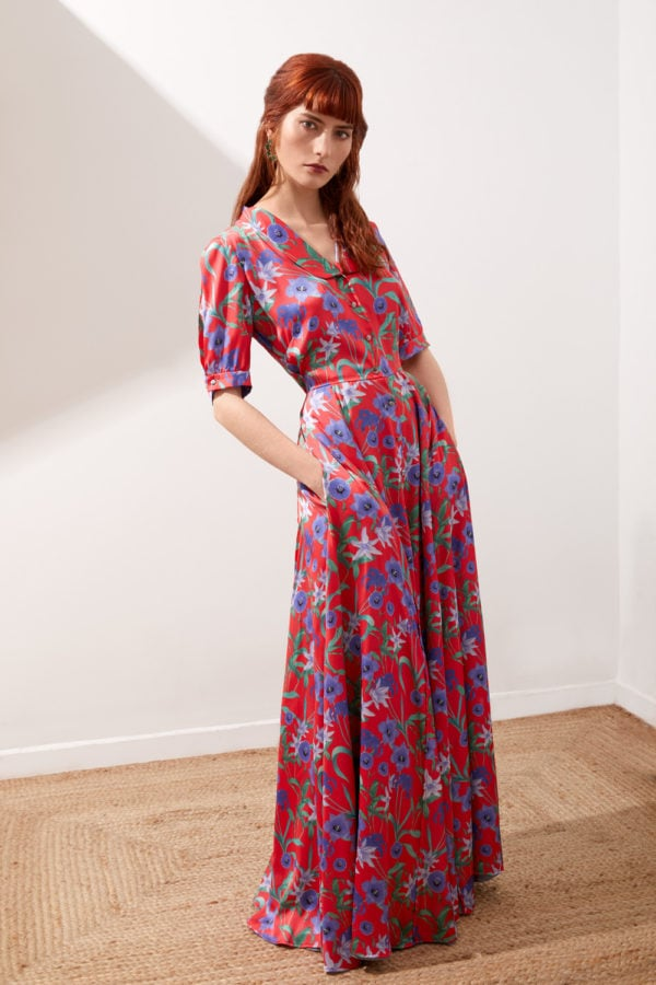 Vestido de fiesta hecho a medida en Atelier de A Coruña. VEstido camisero estampado floral, con falda capa, manga corta y solapa smoking